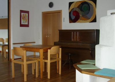 Seminarraum mit Klavier