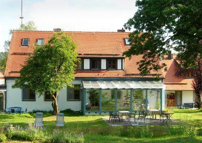Entspannung im Naturgarten des Seminarhauses Wolfsfeld